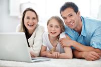 Familie Vergleicht Girokonten für Schüler